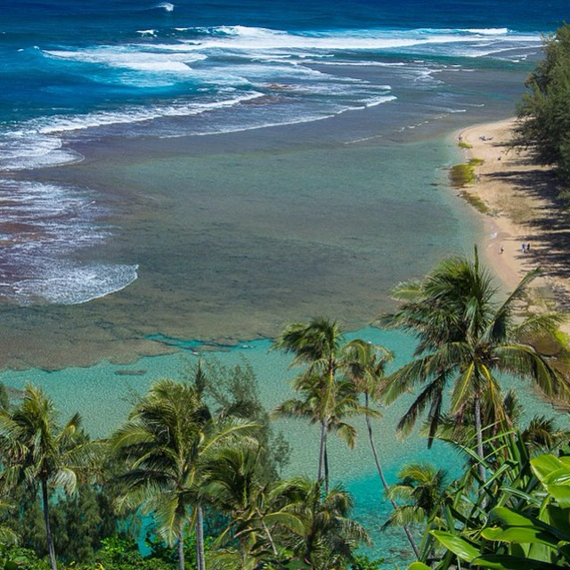 Ke'e beach on the corner of #Kauai and the start of the #napalicoast.  This is the first viewpoint on the legendary #kalalau trail and there are probably thousands of te exact same shot out there.  But it never gets old so enjoy!